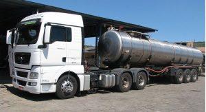 Entrega de água potavel em caminhão pipa